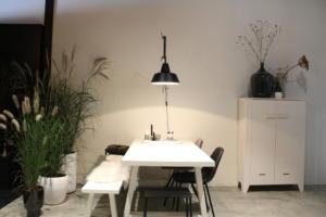 Eetkamer met witte tafel
